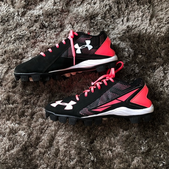 BLACK AND PINK SIZE 5.5Y GIRLS SOFTBALL CLEATS BY UNDER ARMOUR